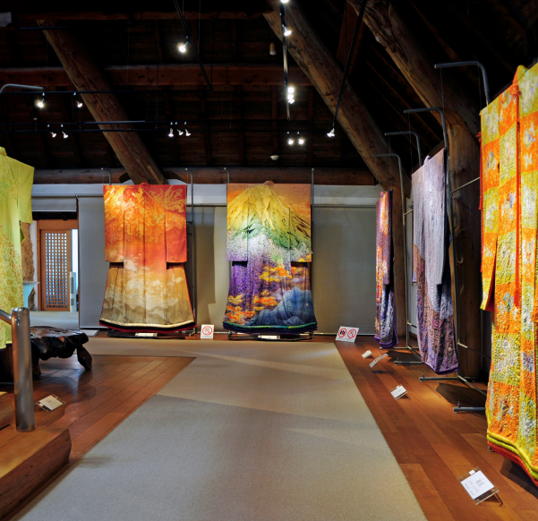 Japanese kimono exhibit draws record crowds
